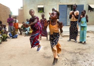 Mali. Dance game. Girls from the Kouyaté family of Garana