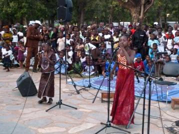 Ami and Saran Diabaté, granddaughters of the great singer Bako Dagnon